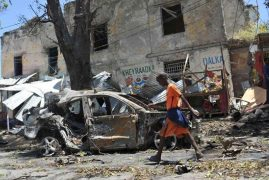Truck bomb at busy checkpoint in Somalia kills at least 78 peoples