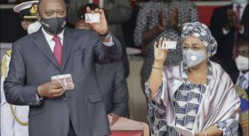 Uhuru, First Lady Margaret and 10 Kenyans receive their Huduma Namba cards
