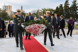 Algiers, Algeria :Uhuru Kenyatta received by the President of the Council of the Nation, Abdelkader Bensalah on arrival in Algiers