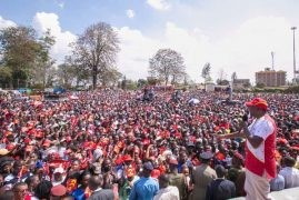 President Kenyatta goes for Kibaki's key advisers ahead of polls