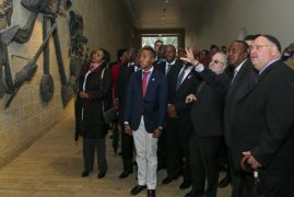 Video/Photos:Uhuru attends memorial to honour six million Jews killed by Nazis in Israel