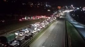 Thousands were Abandoned at night time in Nairobi as Police blocked Thika Road